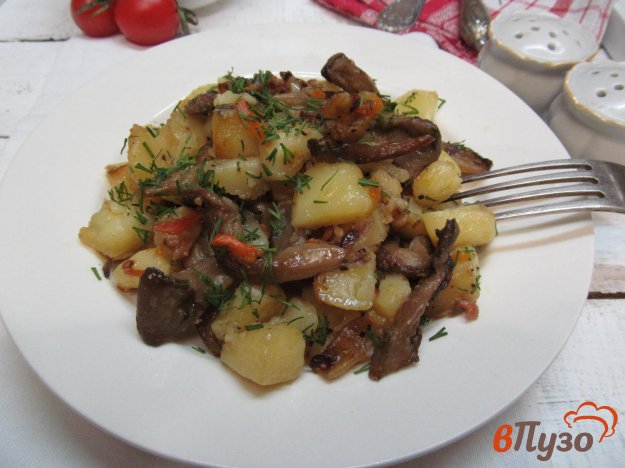 фото рецепта: Вешенки с картошкой в мультиварке