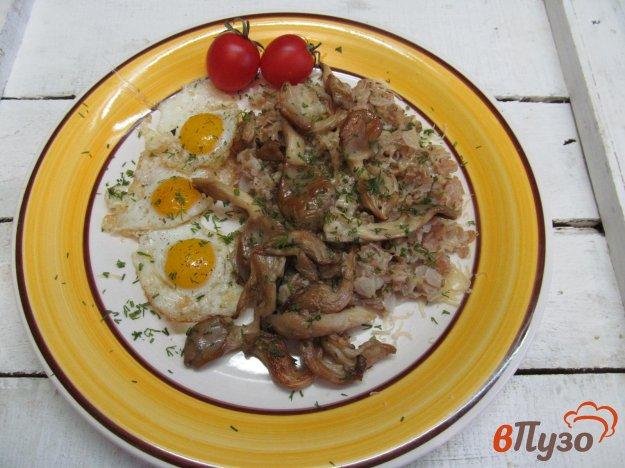 фото рецепта: Овсянка с грибами и яйцом