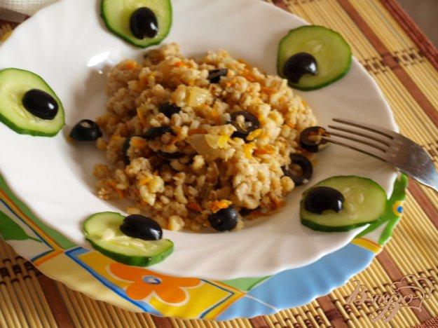 фото рецепта: Постный перловый гарнир с оливками