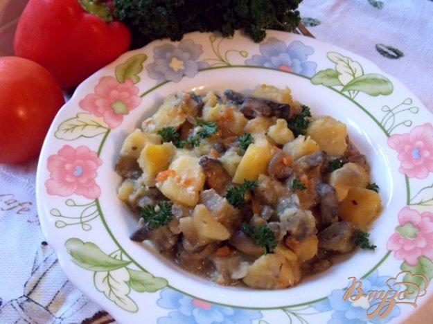 Рецепт Картофель с грибами и баклажанами в сметане