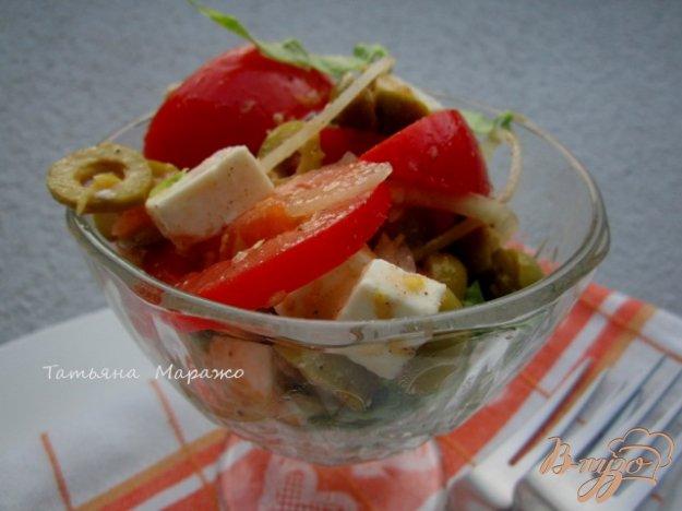 Рецепт Салат с томатами, оливками и сыром Фета