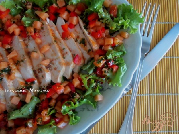 Рецепт Салат с куриной грудкой, дыней и сладким перцем