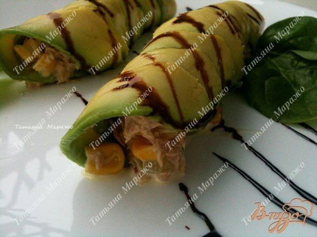 Рецепт Рулетики из авокадо с салатом из тунца