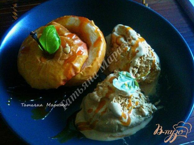 фото рецепта: Печеные яблоки с карамелью и арахисом