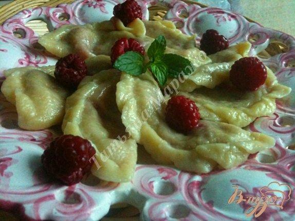 Рецепт Вареники с грушей и малиной