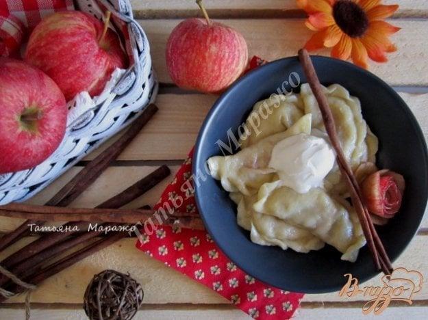 фото рецепта: Вареники с яблоками и корицей