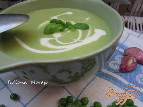фото рецепта: Суп-пюре из зеленого горошка и моцареллы