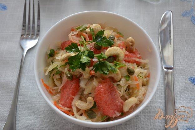 Рецепт Зимний салат с квашеной капустой