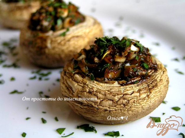 фото рецепта: Печеные шампиньоны с луком и соевым соусом
