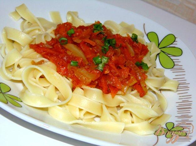 фото рецепта: Паста феттучини с томатным соусом
