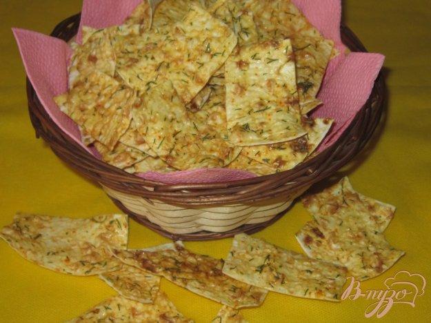 фото рецепта: Чипсы из лаваша со сметаной и укропом