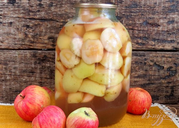 фото рецепта: Компот из яблок и базилика на зиму