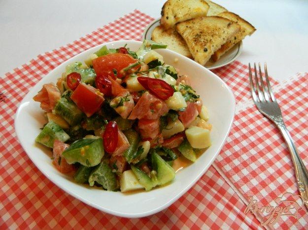 фото рецепта: Острый салат из овощей с зеленью