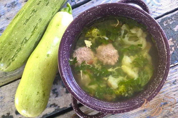 фото рецепта: Суп с брокколи, цветной капустой и говяжьими фрикадельками