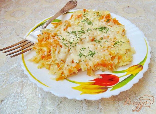 фото рецепта: Тушеная капуста с яйцами и сыром